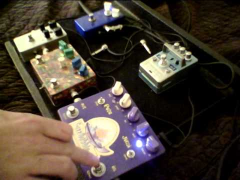Bobby D. Reviews the Analog Alien FuzzBubble-45 fuzz face – distortion pedal.